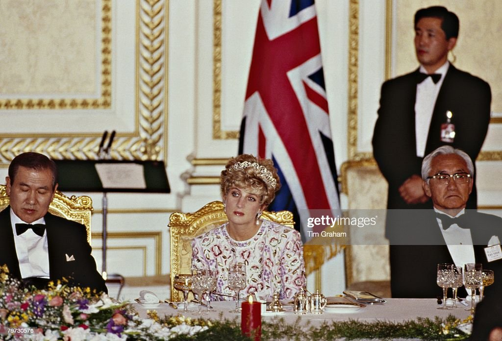 Diana, Princess of Wales at an official state banquet in Sou : News Photo