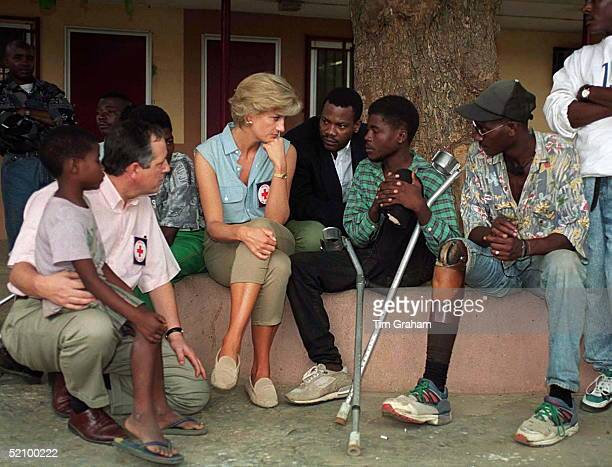 Diana, Princess Of Wales, At Neves Bendinha, An Icrc Orthopaedic Workshop In Luanda, Angola, With Victims Of Land Mines.
