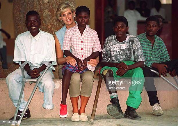 Diana Princess Of Wales At Neves Bendinha An Icrc Orthopaedic Workshop In Luanda Angola With 13 Year Old Sandra Thijika From Saurino In The East Of...
