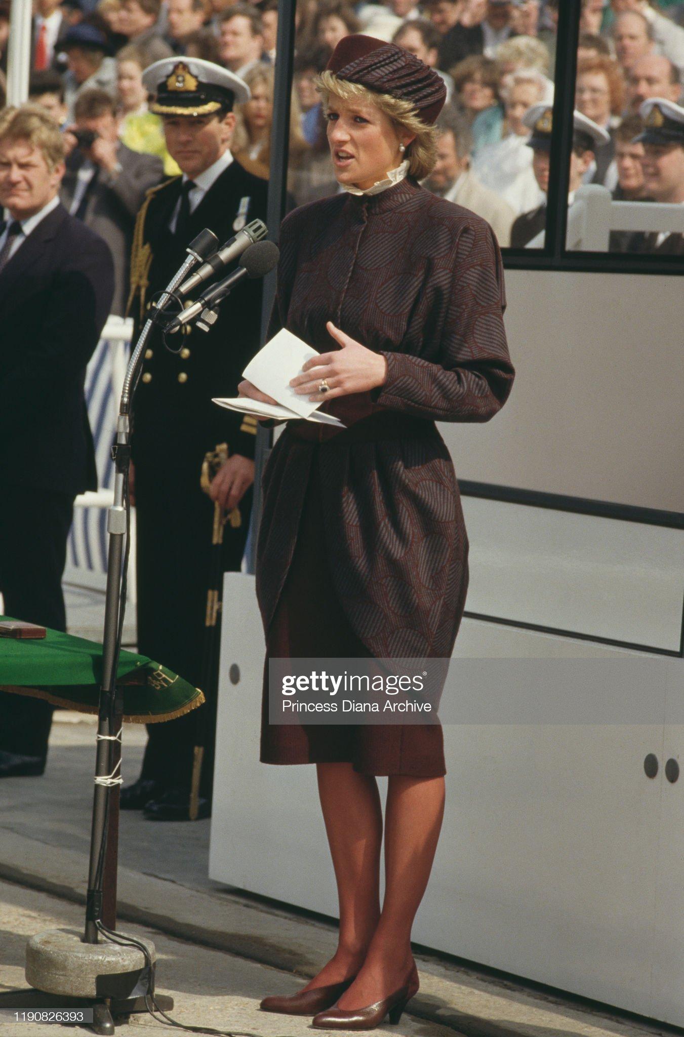 Диана, принцесса Уэльская (1961–1997) на вводе в эксплуатацию фрегата Королевского флота «HMS Cornwall» в Фалмуте, Корнуолл, 23 апреля 1988 года