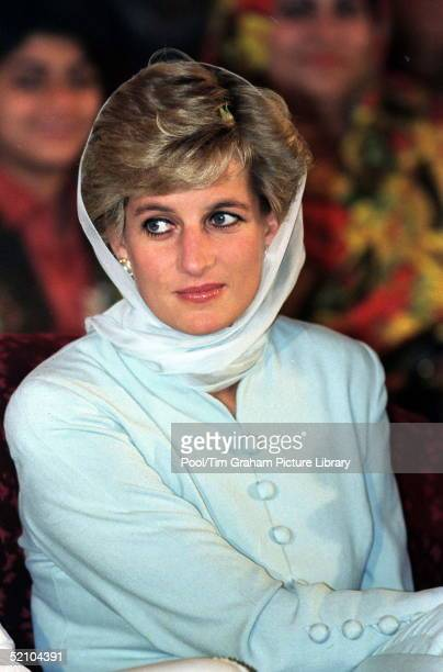 Diana Princess Of Wales At The Shaukat Khanum Memorial Hospital, Lahore, Pakistan.