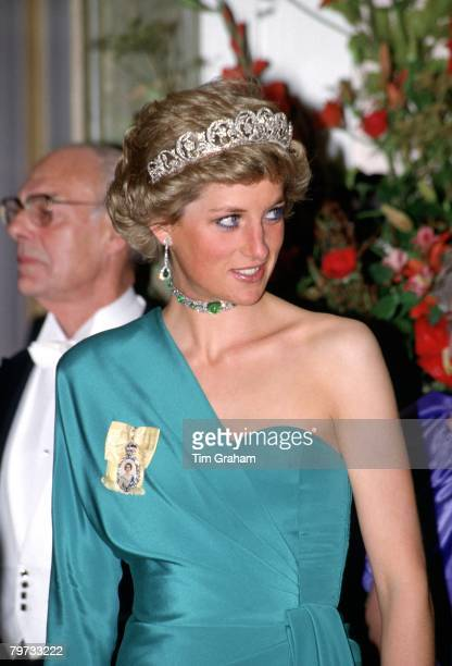 Diana Princess of Wales attending a banquet at Claridges hosted by the President of Turkey She is wearing the Spencer diamond tiara and Queen Mary's...