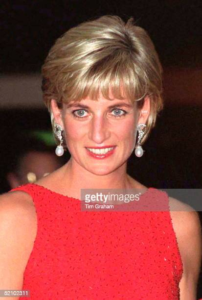 Diana Princess Of Wales Attending A Gala Dinner In Washington Held By The American Red Cross To Raise Funds For Landmine Victims Around The World Her...