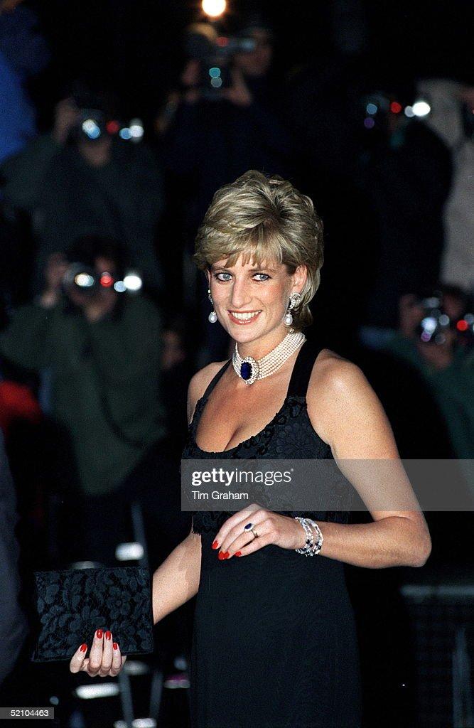 Princess Diana And Press Photographers : News Photo