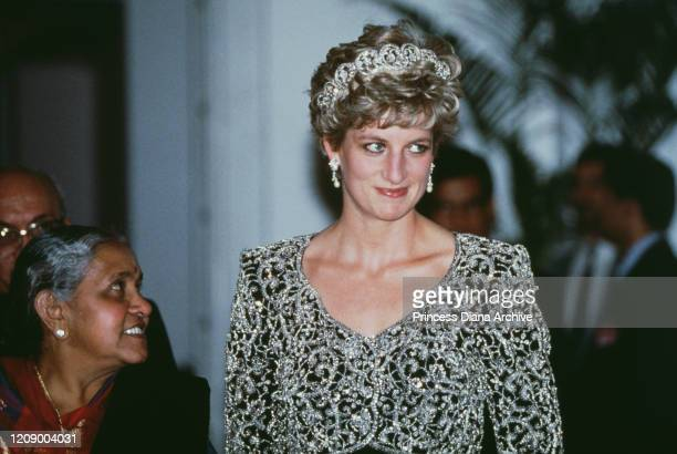 Diana Princess of Wales attends a banquet hosted by Shankar Dayal Sharma the Indian Vice President in Delhi India February 1992 She is wearing the...
