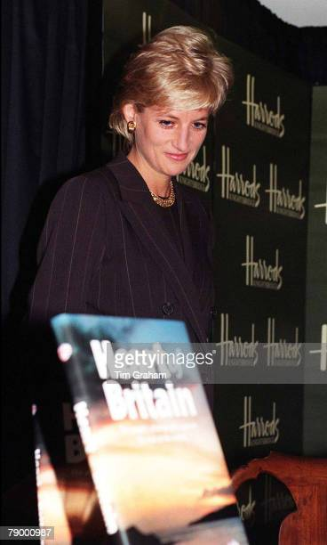 Diana, Princess of Wales attends a book launch on October 15, 1996 in Harrods, London.