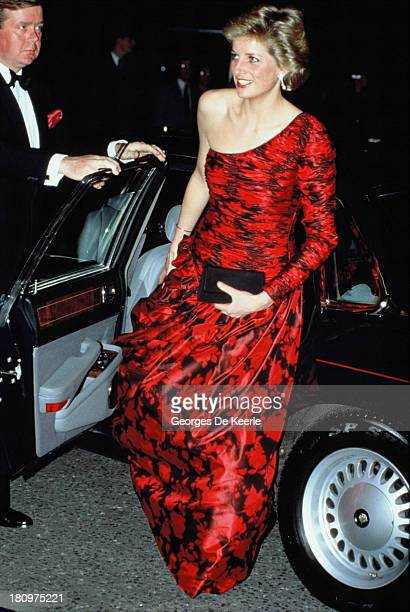 Diana Princess of Wales attends a dinner at the British Embassy in Paris during her official visit to France on November 10 1988 The Princess wears a...
