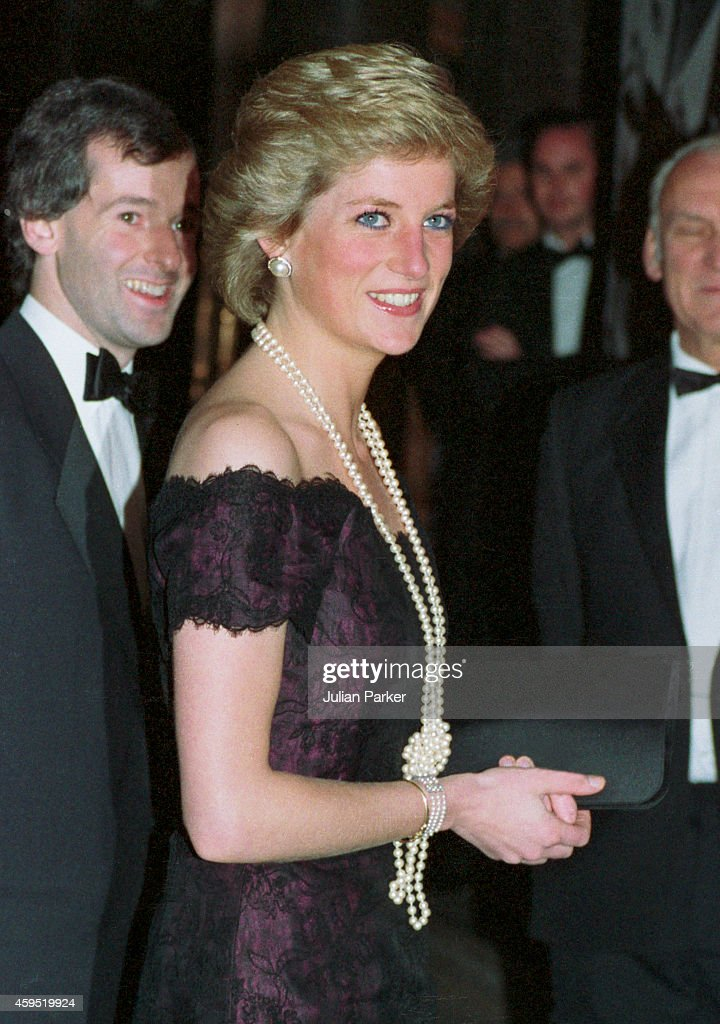 Diana, Princess of Wales attends a Opera Performance, of The Masked Ball, at The London Coliseum : News Photo