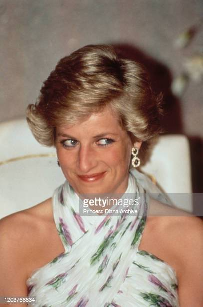 Diana Princess of Wales attends a presidential banquet hosted by Nigerian President Ibrahim Babangida in Lagos Nigeria March 1990 She is wearing an...