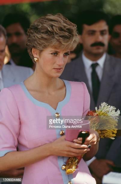 Diana, Princess of Wales attends a university students' lunch at Daman-e-Koh, a hilltop garden near Islamabad, Pakistan, September 1991.