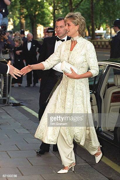 Diana Princess Of Wales Attends Dinner At London's Dorchester Hotel In Aid Of The Shaukat Khanum Memorial Hospital In Pakistan The Princess Is...
