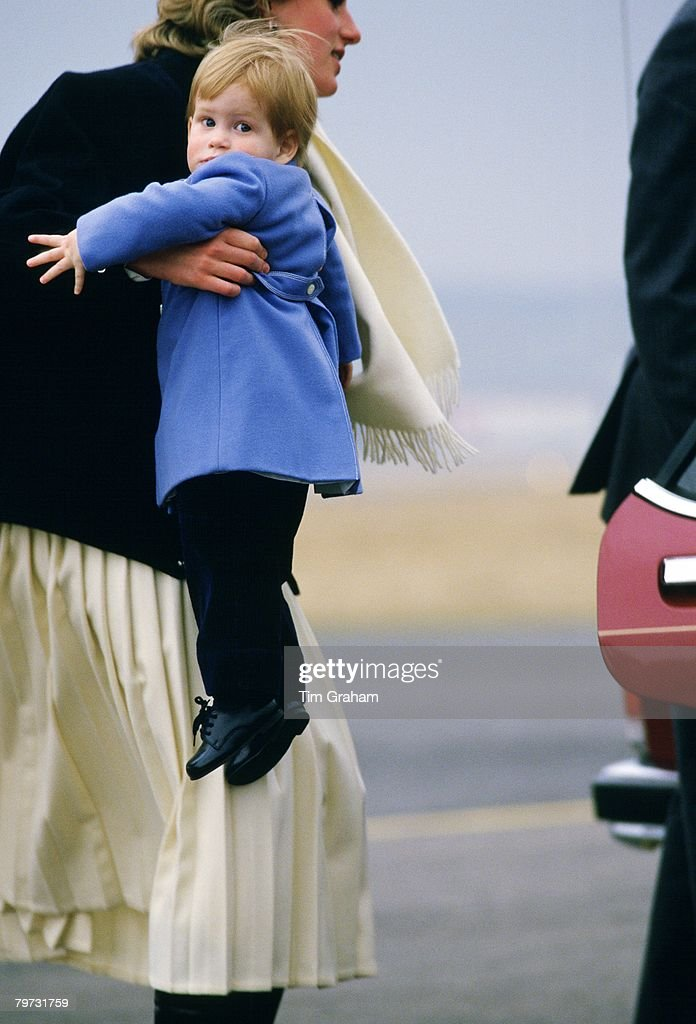 Diana, Princess of Wales carring Prince Harry at Aberdeen Ai : News Photo