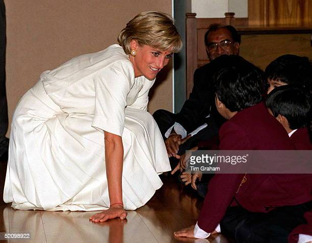 Diana Princess Of Wales Crouching Down To Talk To Pupils At The Swaminarayan School During Her Visit Of The Shri Swaminarayan Mandir In Neasden,...