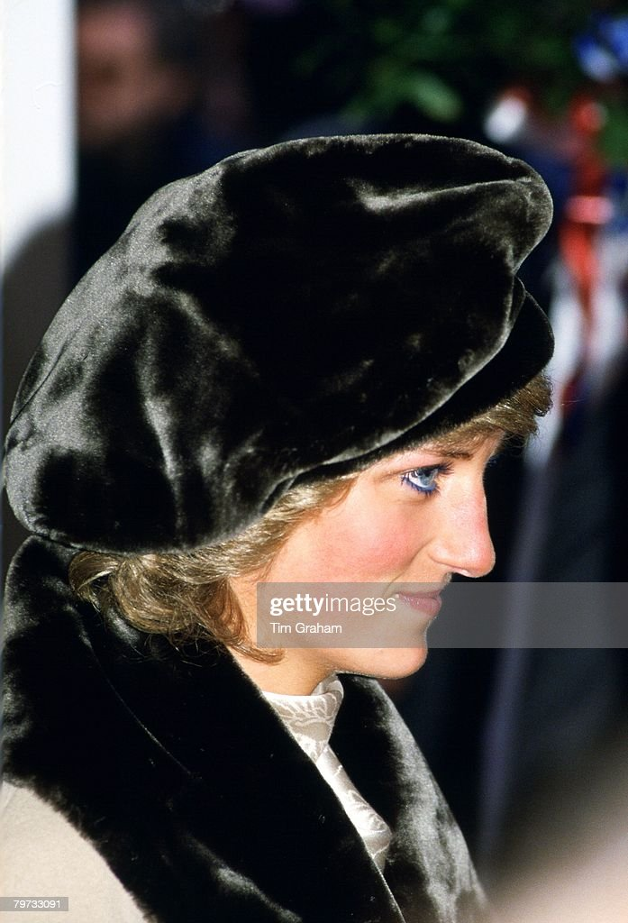 Diana, Princess of Wales in Hamburg in a fake fur hat and co : News Photo