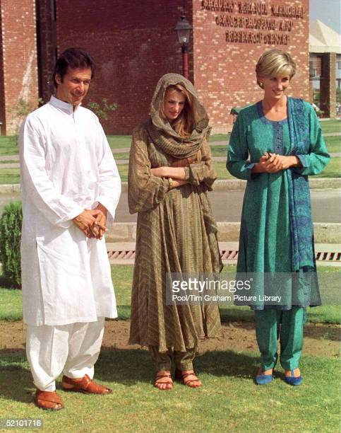 Diana, Princess Of Wales In Lahore, Pakistan, During Her Visit To Help The Shaukat Memorial Hospital. With Her Are Imran Khan And Jemima Khan