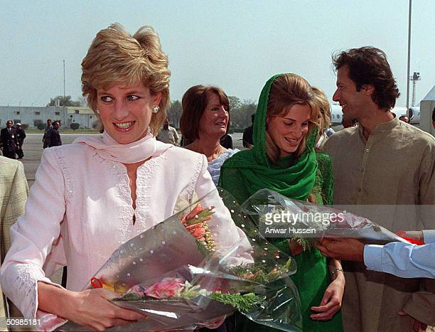 Diana Princess of Wales is welcomed to Lahore by Imran and Jemima Khan at Lahore airport April 1996 in Lahore Pakistan Imran Khan and Jemima Khan...