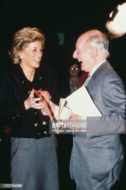 Diana, Princess of Wales meets English actor Sir John Gielgud at RADA, the Royal Academy of Dramatic Art in London, November 1989.