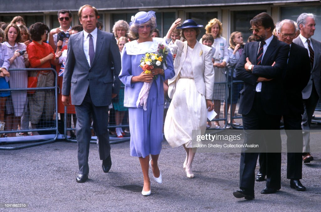 Diana, Princess of Wales,Opening Research Unit, King's College : News Photo