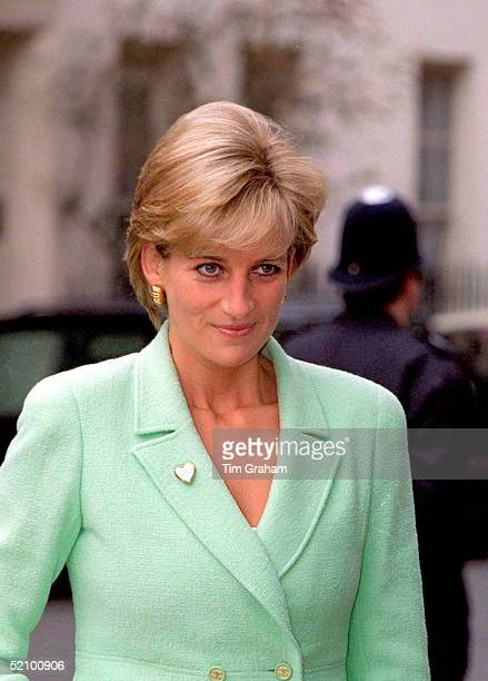 Diana Princess Of Wales Opening The New Renal Unit At Great Ormond Street Hospital London The Visit Is Also To Celebrate The Variety Club's Gold...