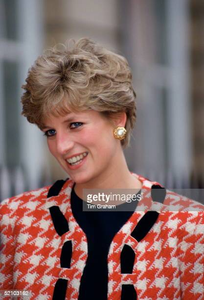 Diana Princess Of Wales Patron Of The National Hospital For Neurology And Neurosurgery Smiling As She Arrives To Lay The Foundation Stone For The New...