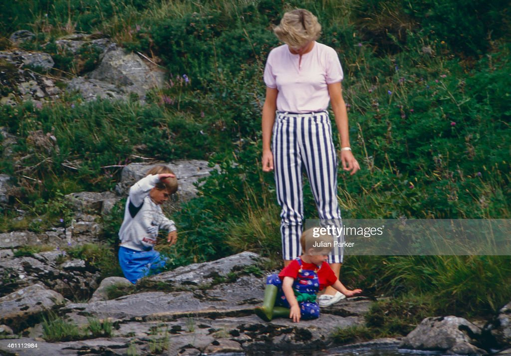 Diana, Princess of Wales, Prince William, and Prince Harry play on the banks of the River Dee, near Balmoral Castle : News Photo