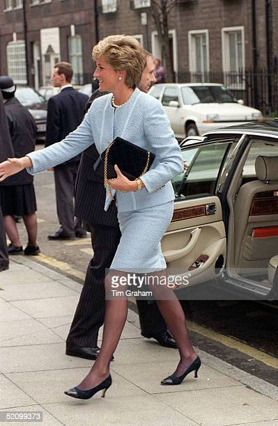Diana Princess Of Wales Visiting Great Ormond Street Hospital For Children In London She Is Wearing A Pale Blue Louis Feraud Boucle Suit