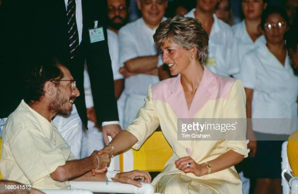 Diana, Princess of Wales visiting patients suffering from AIDS at the Hospital Universidade in Rio de Janeiro, Brazil, 25th April 1991.