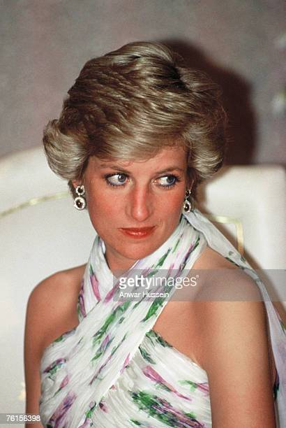 Diana Princess of Wales attends a State Banquet in Lagos Nigeria on March 16 1990 Diana is wearing a Catherine Walker chiffon evening dress