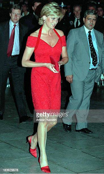 ARGENTINA NOVEMBER 24 Diana Princess of Wales wearing a red dress designed by Catherine Walker attends a dinner in her honour on November 24 1995 in...
