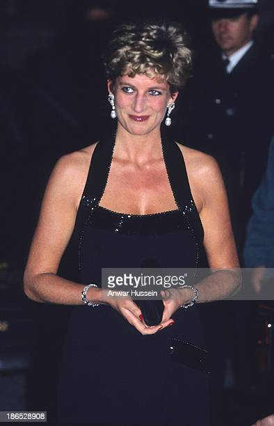 Diana Princess of Wales wears a Catherine Walker evening gown as she attends a charity dinner at the Palace of Versailles on November 28 1994 in...
