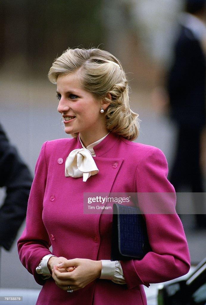 Diana, Princess of Wales wears a Jasper Conran suit to a cha : News Photo