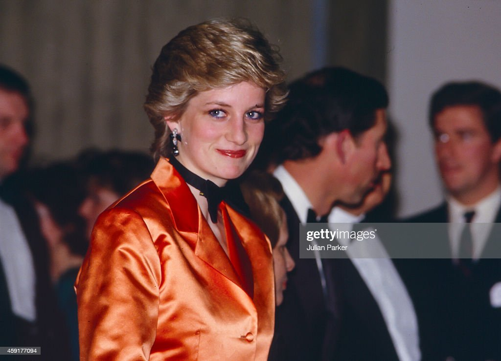 Diana, Princess of Wales during Official vist to Portugal : News Photo
