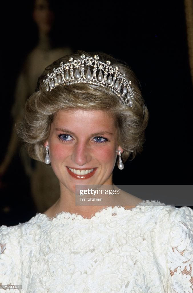 Diana, Princess of Wales wears the Cambridge Knot Tiara at t : News Photo