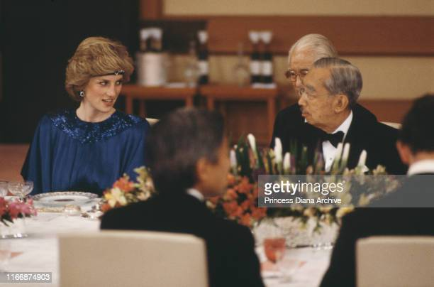 Diana, Princess of Wales with Emperor Hirohito at an imperial banquet in Tokyo, Japan, May 1986. She is wearing a Yuki gown and a jewelled headband.