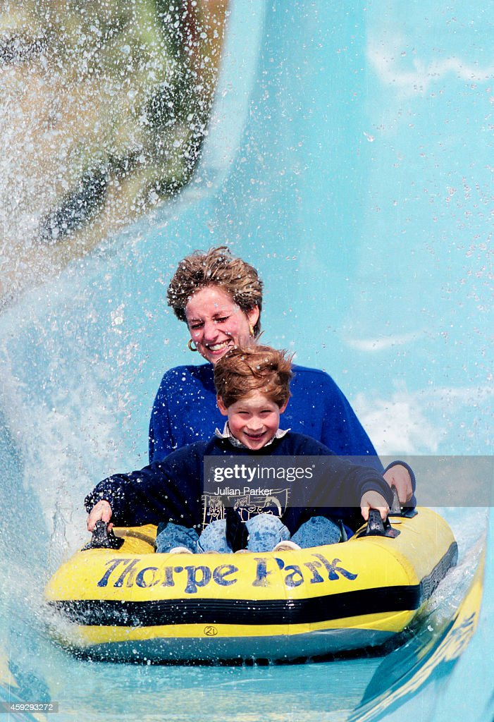 Diana, Princess of Wales, with Prince William, and Prince Harry, at Thorpe Park : News Photo