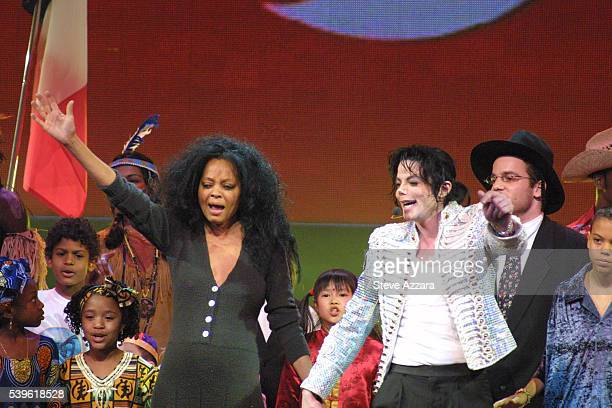Diana Ross and Michael Jackson perform on stage during the Democratic National Committee's A Night At The Apollo