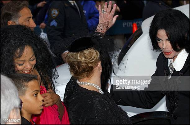 Diana Ross Elizabeth Taylor And Michael Jackson At The Wedding Of Lisa Minelli David Gest