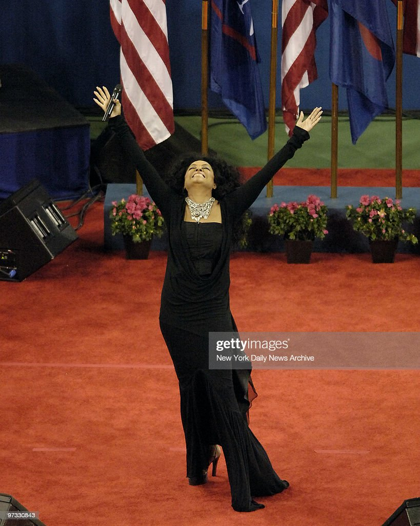 Diana Ross sings at US Open Tennis tribute to Billie Jean Ki : News Photo