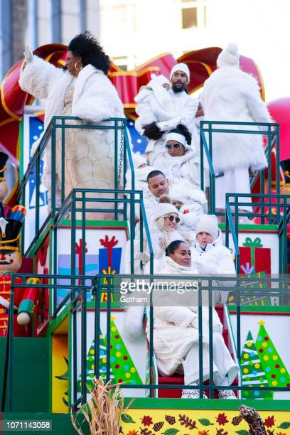 Diana Ross Tracee Ellis Ross Ashlee Simpson and Evan Ross attend the 2018 Macy's Thanksgiving Day Parade on November 22 2018 in New York City