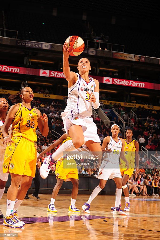 Diana Taurasi #3 of the Phoenix Mercury shoots against Tina Thompson #32 of the Los Angeles Sparks in Game Two of the WNBA Western Conference Finals played on September 25, 2009 at U.S. Airways Center in Phoenix, Arizona.