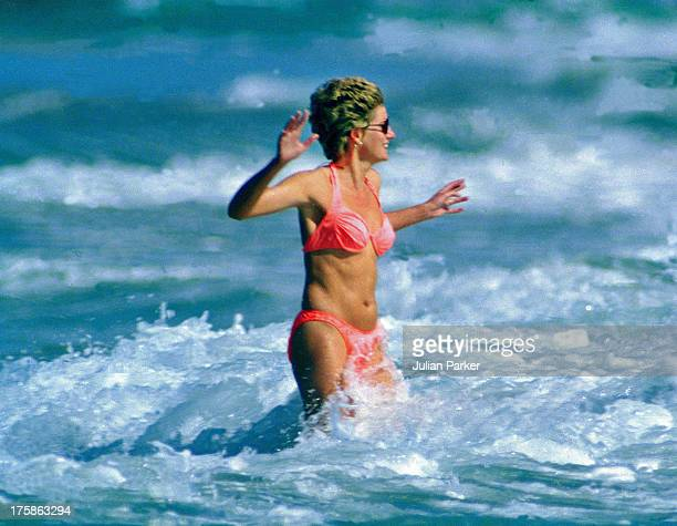 Diana The Princess of Wales walks in the sea on January 1993 in the Island of Nevis