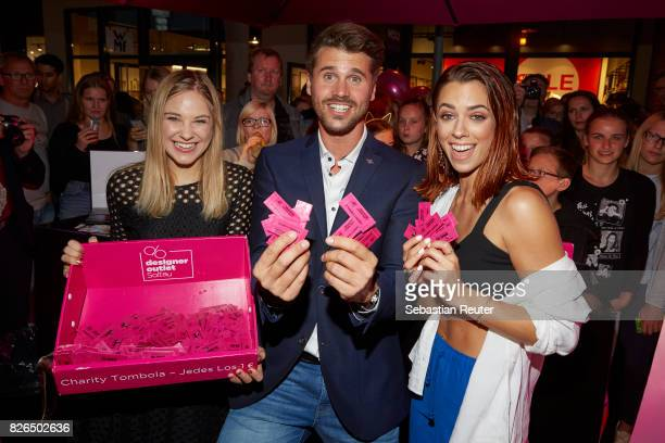 Diana zur Loewen Thore Schoelermann and Vanessa Mai attends the late night shopping at Designer Outlet Soltau on August 4 2017 in Soltau Germany