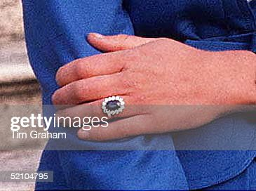 Diana's Engagement Ring : News Photo