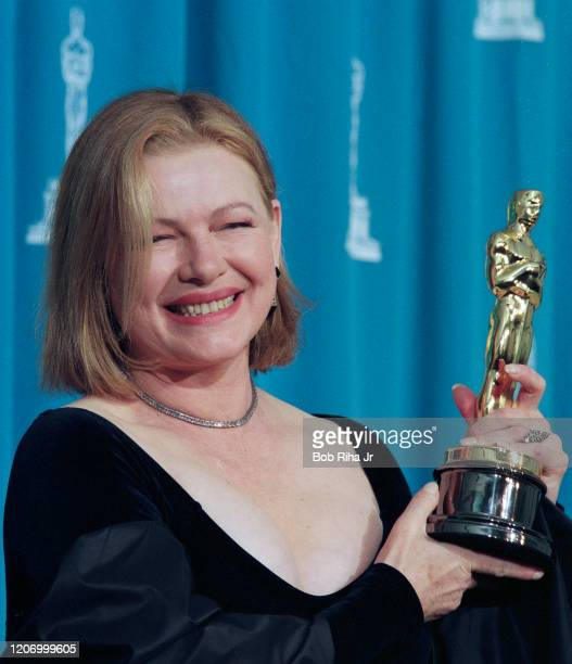Dianne Wiest backstage at the Shrine Auditorium during the 67th Annual Academy Awards, March 27,1995 in Los Angeles, California.