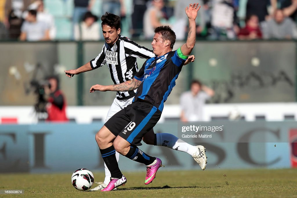 Dias Da Silva Dalbelo Felipe of AC Siena fights for the ball with German Gustavo Denis of Atalanta BC during the Serie A match between AC Siena and Atalanta BC at Stadio Artemio Franchi on March 3, 2013 in Siena, Italy.