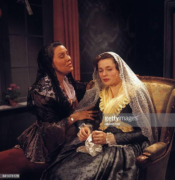 DIAUlla Jacobsson*Schauspielerin Schwedenals Sophie mit Anna Damman in Clavigo nach Johann Wolfgang von Goethe 1959