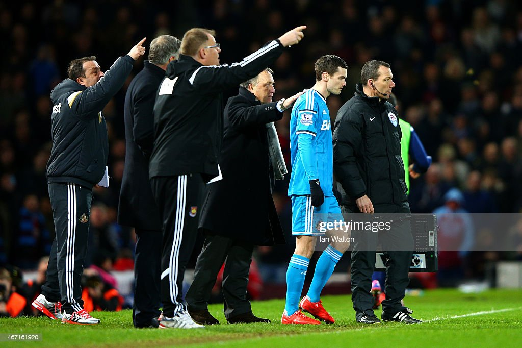 Dick Advocaat, manager of Sunderland speaks with Adam Johnson of Sunderland as he prepares to come on as a substitute during the Barclays Premier League match between West Ham United and Sunderland at Boleyn Ground on March 21, 2015 in London, England.