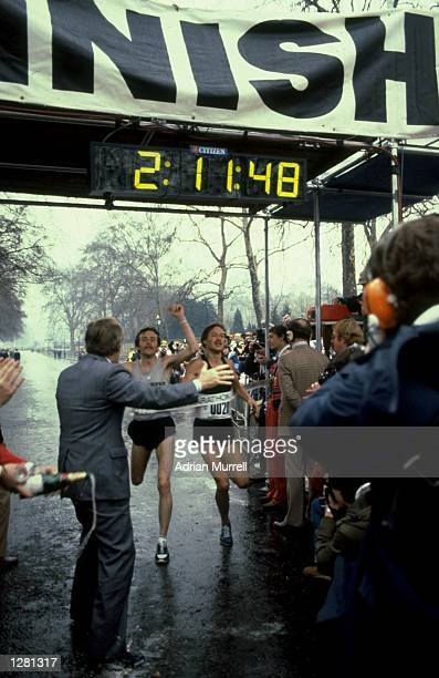 Dick Beardsley of the USA and Inge Simonsen of Norway cross the line together to win the London Marathon with a time of 2:11.48 hours. \ Mandatory...
