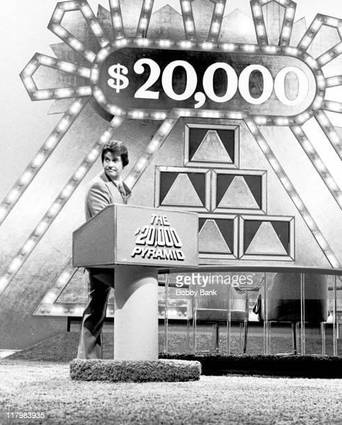 Dick Clark hosting game show $20000 Pyramid