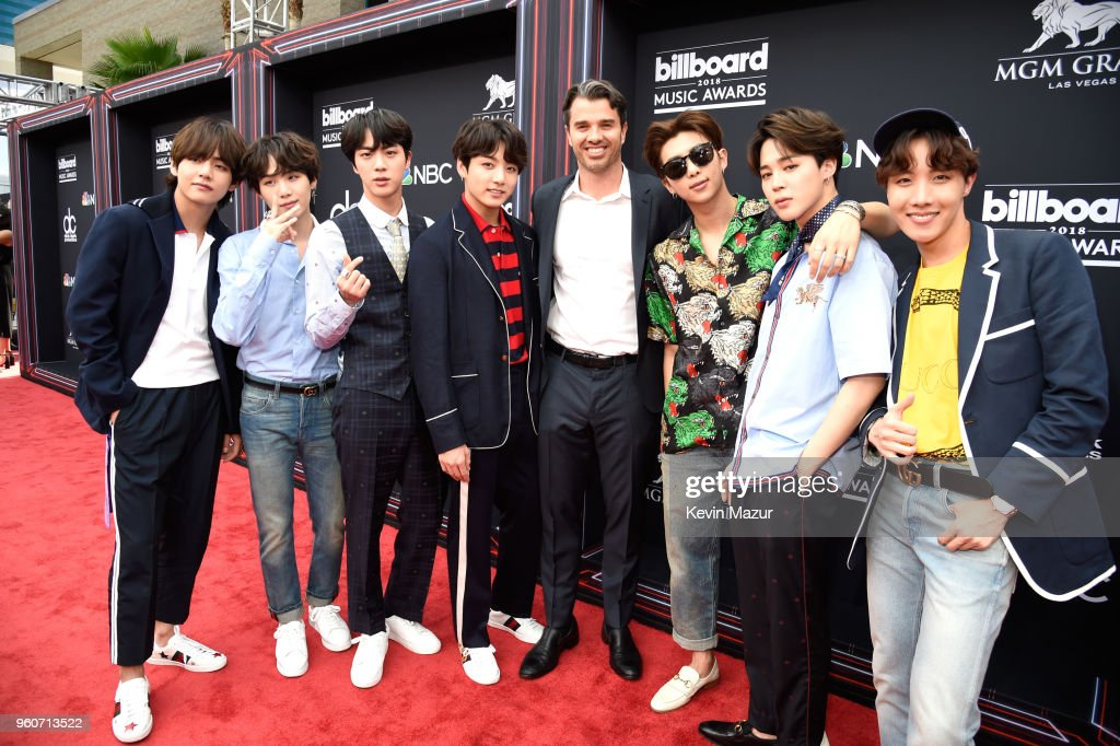 Dick Clark Productions CEO Mike Mahan (C) poses with musical group BTS at the 2018 Billboard Music Awards at MGM Grand Garden Arena on May 20, 2018 in Las Vegas, Nevada.